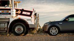 Trascina un autotreno da 110 tonnellate: l'impresa di Land Rover Discovery - Immagine: 10