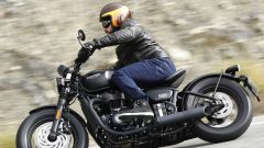 Triumph Bobber Black 2018: la prova su strada in video - Immagine: 6