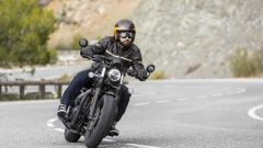 Triumph Bobber Black 2018: la prova su strada in video - Immagine: 4
