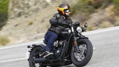Triumph Bobber Black 2018: la prova su strada in video - Immagine: 7
