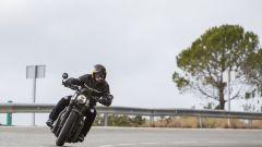 Triumph Bobber Black 2018: la prova su strada in video - Immagine: 11