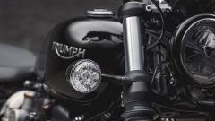 Triumph Bobber Black: dettaglio dell'indicatore di direzione