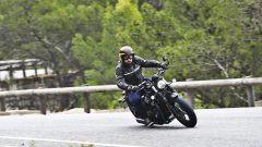 Triumph Bobber Black in azione