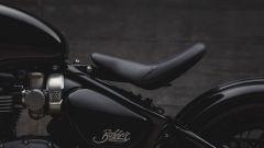 Triumph Bobber Black: la sella in posizione abbassata