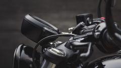 Triumph Bobber Black: la strumentazione in posizione reclinata