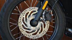 Triumph Bonneville Bobber: freno anteriore