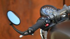 Triumph Bonneville Bobber: specchio retrovisore