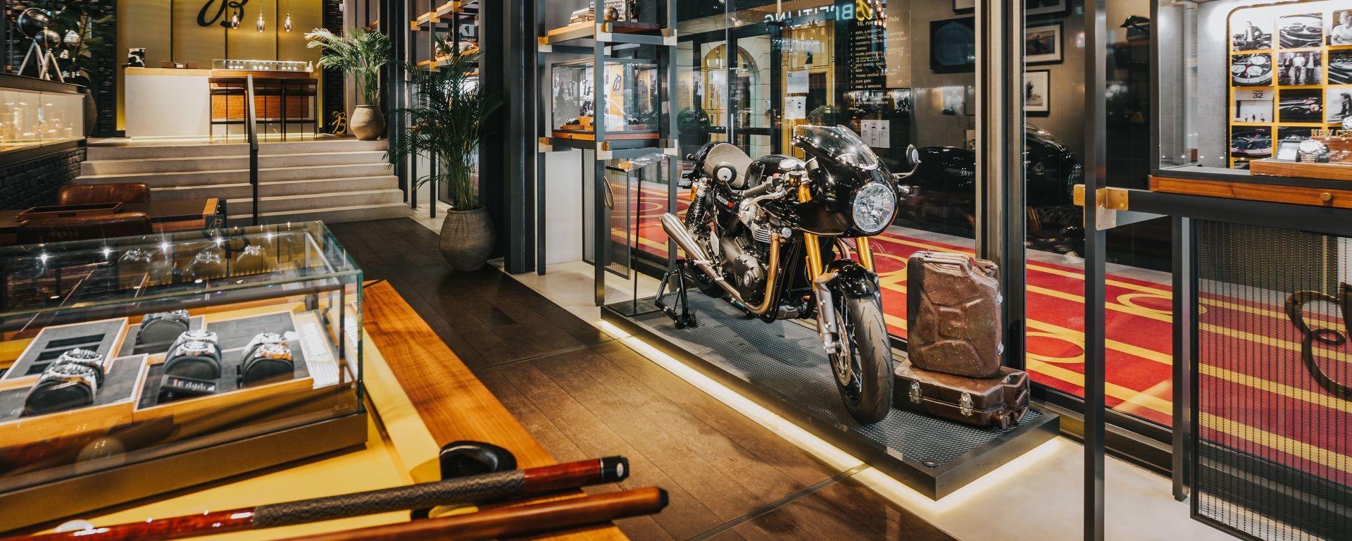 Triumph e Breitling: la partnership porterà un orologio limited edition e una moto speciale nel 2022