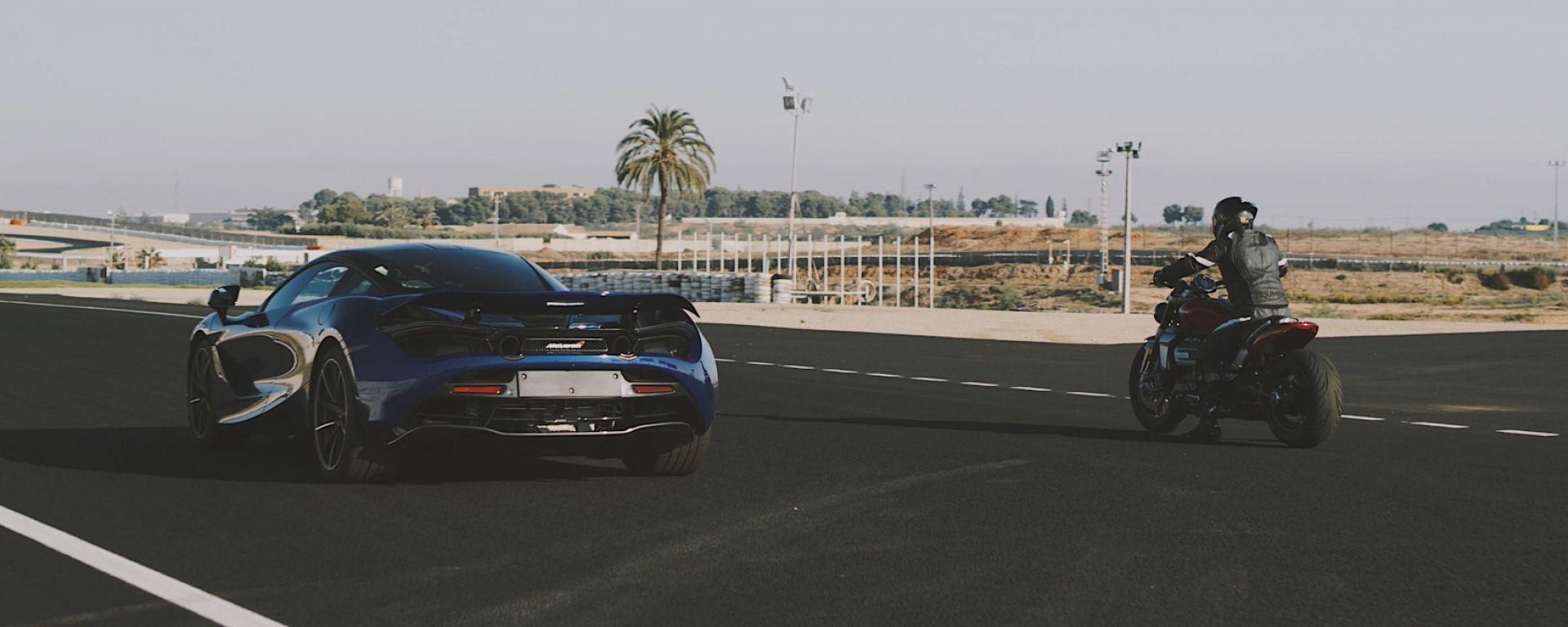 Triumph Rocket 3 R 2020 in piega in pista a Cartagena