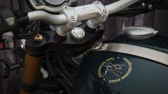 Triumph Scrambler 1200 2021: il logo di Steve McQueen