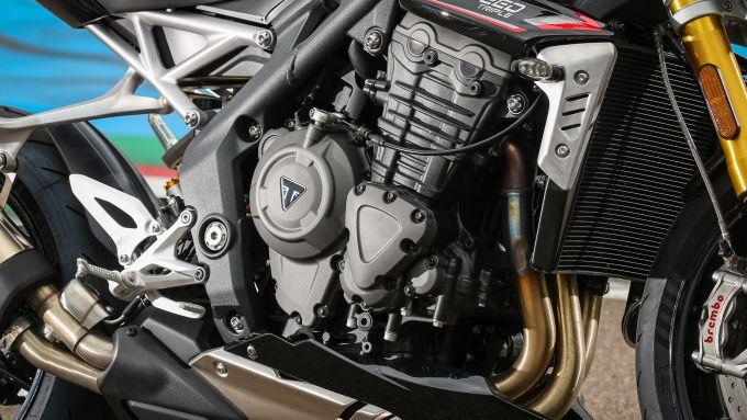 Triumph Speed Triple 1200 RS 2021 il motore è cresciuto in cc, CV e Nm