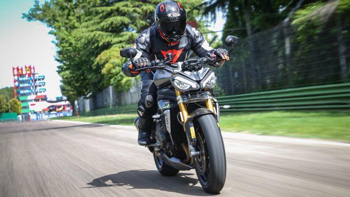 Triumph Speed Triple 1200 RS 2021 in azione a Imola