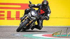 Triumph Speed Triple 1200 RS 2021 in azione alla Variante Bassa