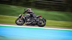 Triumph Speed Triple 1200 RS: la prova in pista dice che... (Video) - Immagine: 9