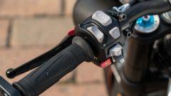 Triumph Speed Triple RS 2019: dettaglio del blocchetto sinistro