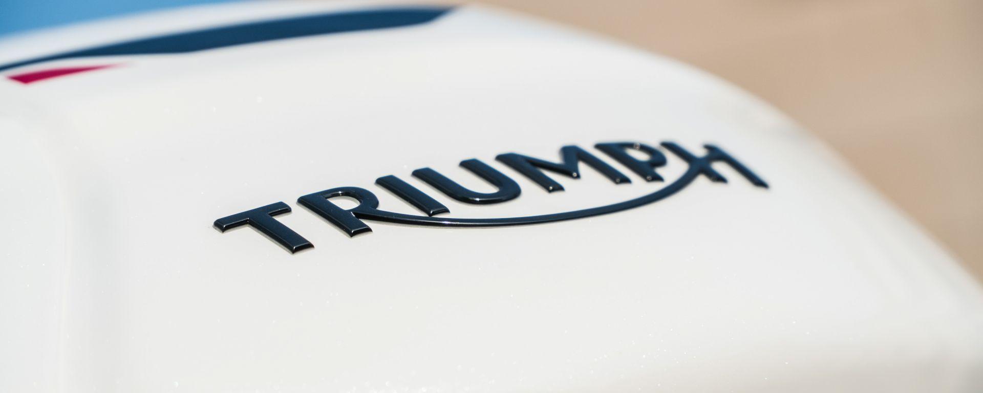 Triumph Speed Triple RS 2019: il logo sul serbatoio