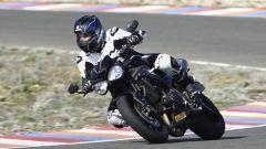 Triumph Speed Triple RS, tra i cordoli si trova a suo agio