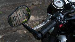Triumph Speed Twin 1200: gli specchi sono ancorati alle estremità del manubrio