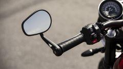 Triumph Speed Twin 2019: dettaglio dello specchietto retrovisore