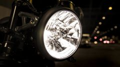 Triumph Speed Twin 2019: il faro anteriore a LED