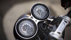 Triumph Speed Twin 2019: la doppia strumentazione mista analogico/digitale