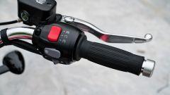Triumph Speedmaster 2018: dettaglio della manopola destra con il tasto dei riding mode