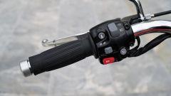 Triumph Speedmaster 2018: dettaglio della manopola sinistra con l'interruttore del cruise control