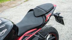 Triumph Street Triple R 2020: la sella è comoda per pilota e passeggero