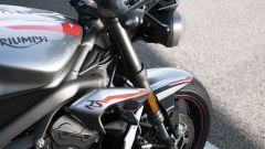 Triumph Street Triple RS 2020: serbatoio e convogliatori d'aria