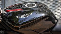 Triumph Street Triple RS: dettaglio del serbatoio