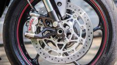 Triumph Street Triple RS: dettaglio delle pinze Brembo M50