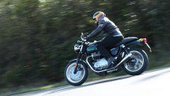 Triumph Thruxton: la prova su strada della retrò British - Immagine: 4