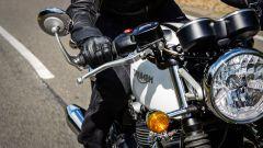 Triumph Thruxton: la prova su strada della retrò British - Immagine: 11
