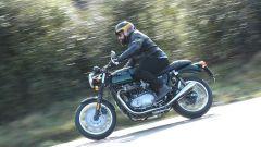Triumph Thruxton: tra le curve ama la guida rotonda