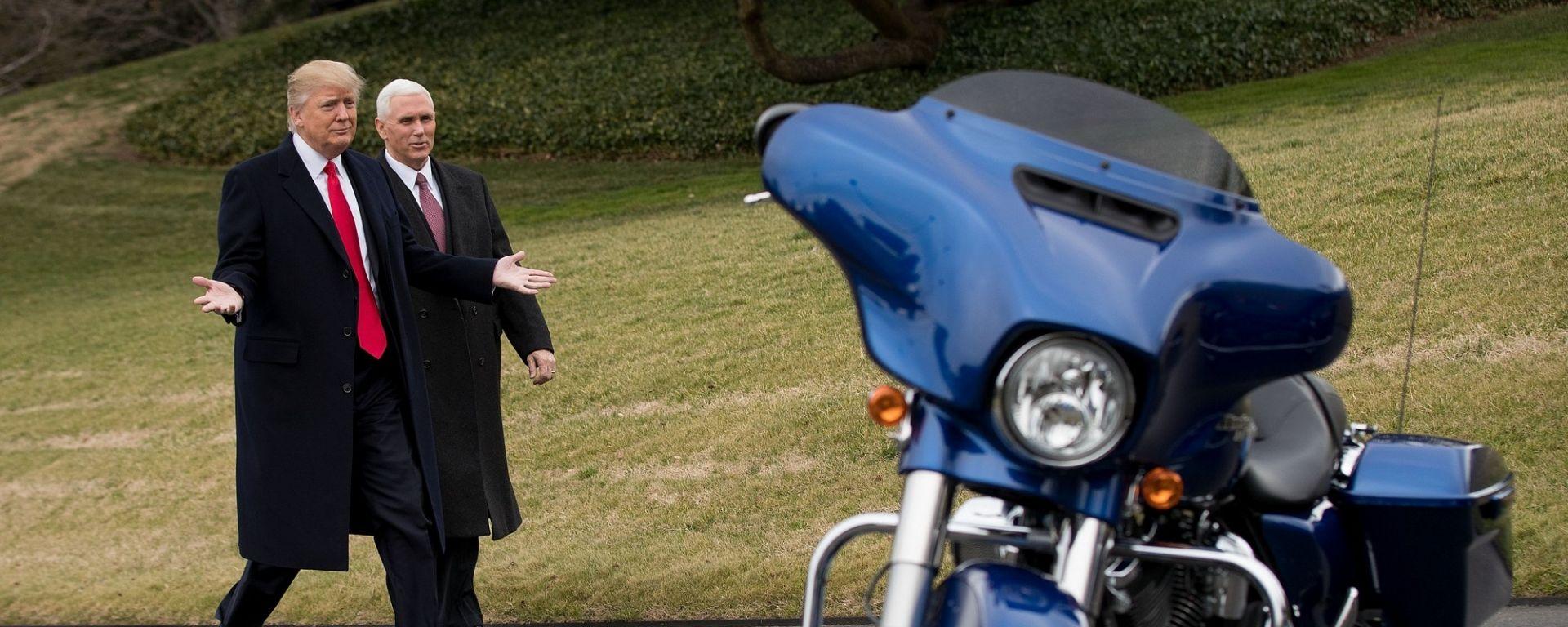 Trump tradito dal servizio di sicurezza... con Harley Davidson