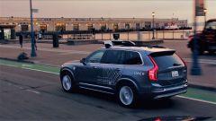 Guida autonoma: Apple e Uber vs telecamere, sensori lidar e mal d'auto