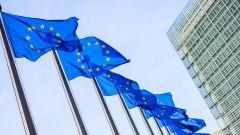 Emissioni CO2, Ue approva taglio obbligatorio del 30% entro il 2030 per auto e Van