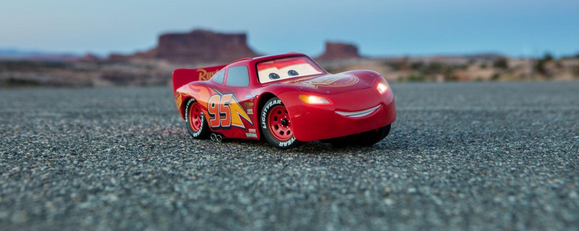 Video: Ultimate Lightning McQueen by Sphero: Saetta di Cars prende vita - MotorBox