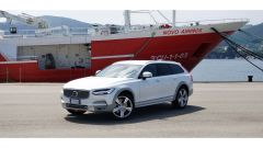 Un 3/4 della Volvo V90 Cross Country D5 Ocean Race: vista