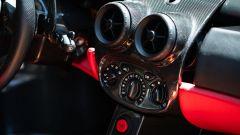 Un dettaglio degli interni della Ferrari Enzo che ha battuto il record