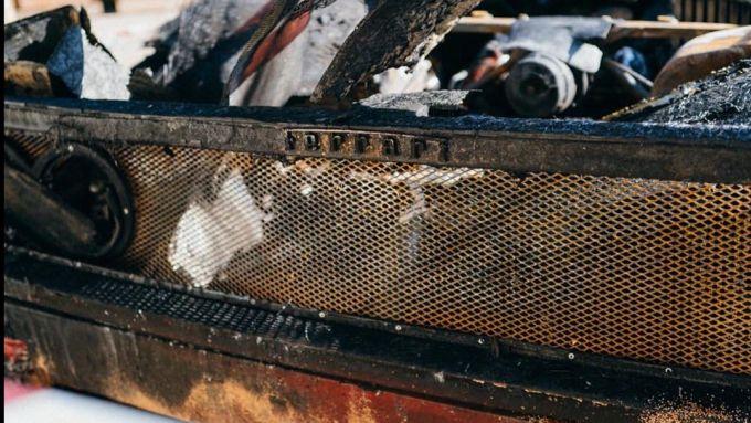 Un particolare della Ferrari F40 bruciata a Monaco