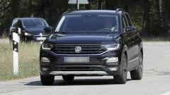 Un po' T-Roc un po' Tiguan: il frontale della Polo-SUV