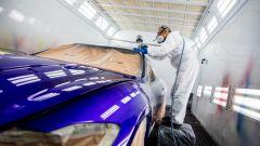 Un tecnico che vernicia la Maserati GranTurismo Zéda