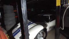Una delle Ford GT40 presenti nel magazzino