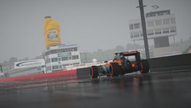 Una McLaren MP4-30 a Hockenheim: è il primo screenshot che annuncia la pioggia su iRacing
