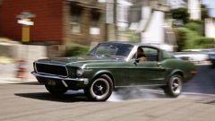 Una scena del film Bullitt con la mitica Ford Mustang GT