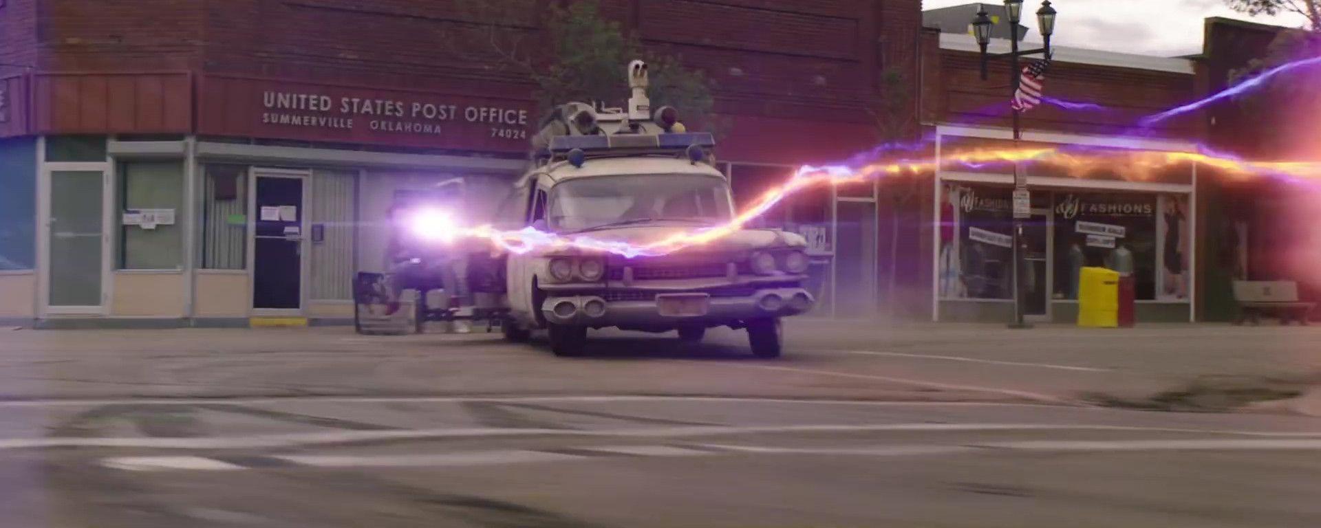 Una scena di Ghostbusters: Afterlife con la Ecto-1