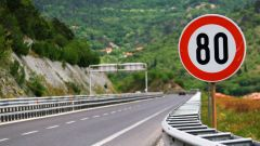Una stretta ai limiti di velocità per ridurre l'inquinamento? Se ne parla in UK