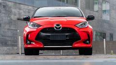 La Mazda 2 2023  sarà una Toyota Yaris rimarchiata