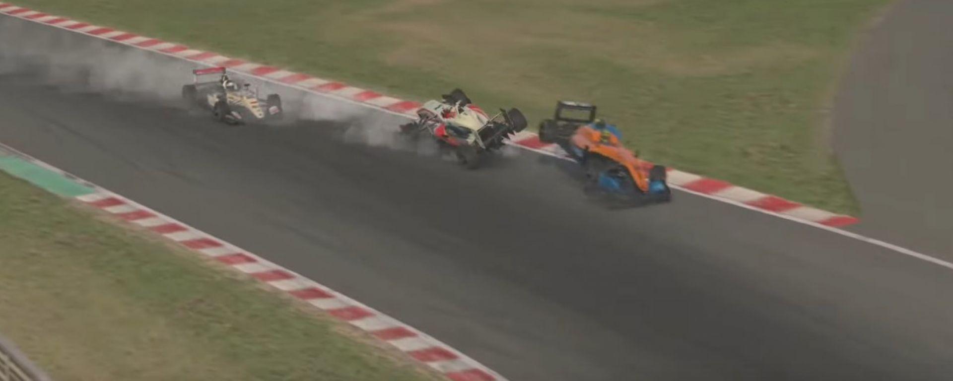 Un'immagine dell'incidente che ha coinvolto Verstappen e Norris su iRacing